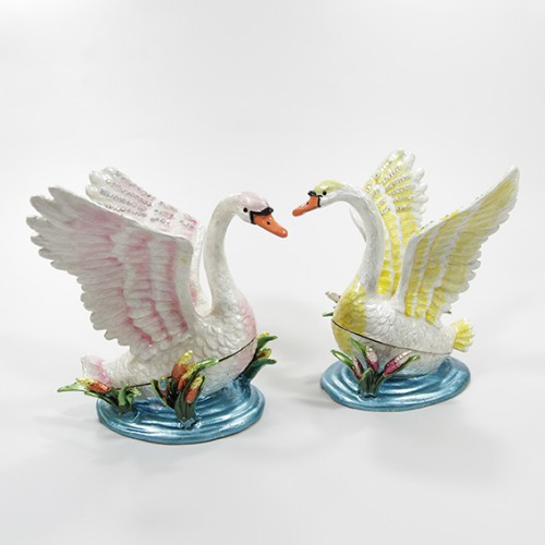 Шкатулка №2063 Лебедь с раскрытыми крыльями