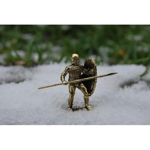 Легкий пехотинец со щитом и копьем